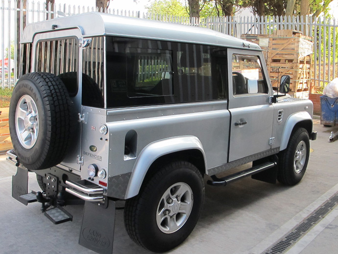 Click image for larger version  Name:08_land-rover-defender-masai-windows.jpg Views:2936 Size:145.9 KB ID:57182