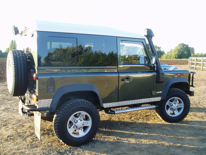 Click image for larger version  Name:18_land-rover-defender-masai-windows.jpg Views:727 Size:137.9 KB ID:57183