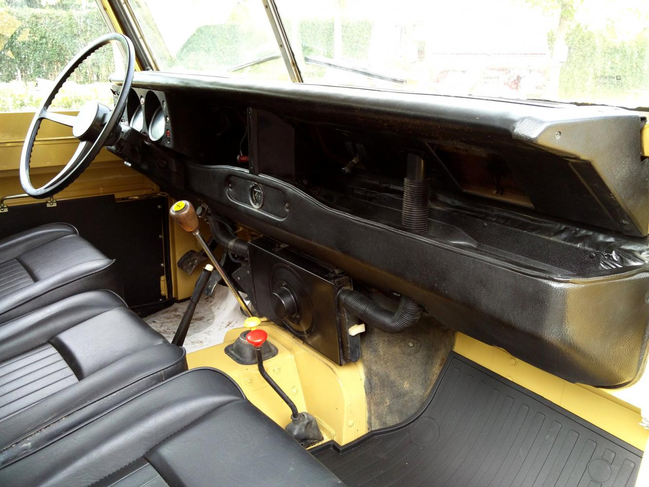 Click image for larger version  Name:1978 LR LHD Santana 88 Hardtop A Mustard Yellow dash and trim.jpg Views:67 Size:167.4 KB ID:296593