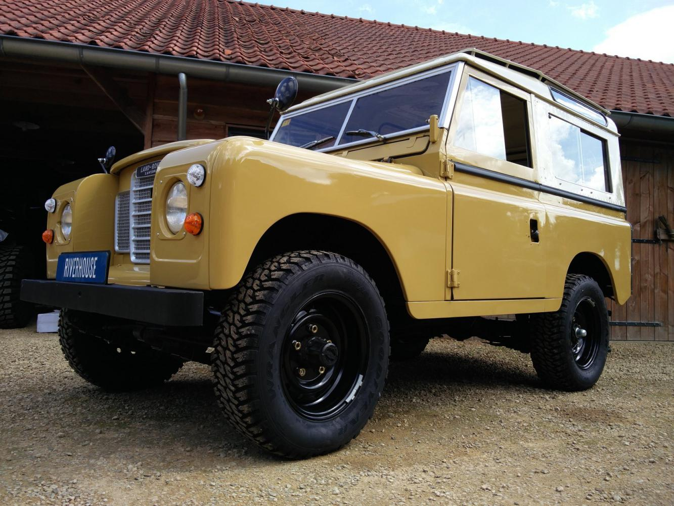 Click image for larger version  Name:1978 LR LHD Santana 88 Hardtop A Mustard Yellow left front low.jpg Views:175 Size:206.1 KB ID:289873