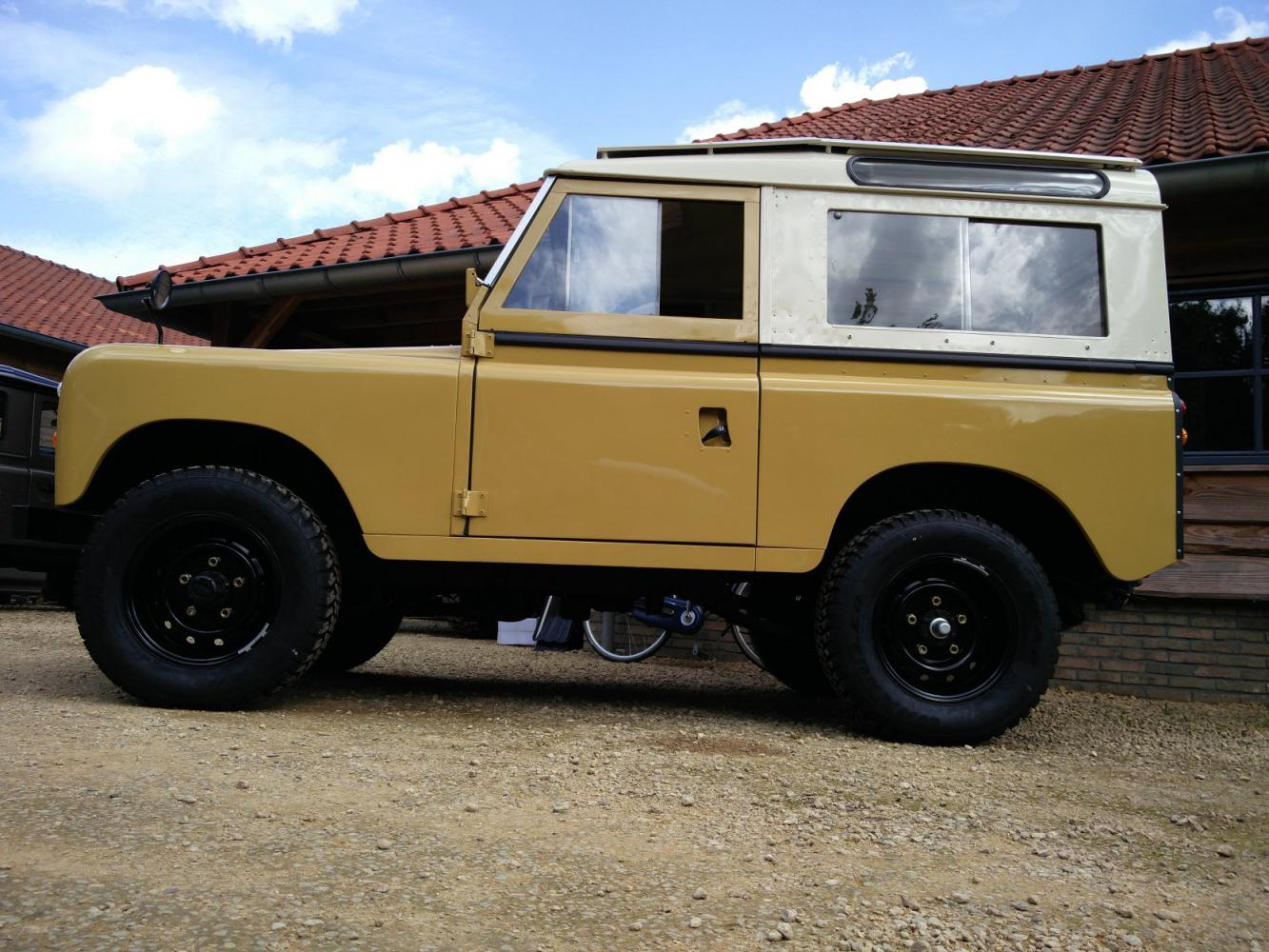Click image for larger version  Name:1978 LR LHD Santana 88 Hardtop A Mustard Yellow left side low.jpg Views:157 Size:180.7 KB ID:289881