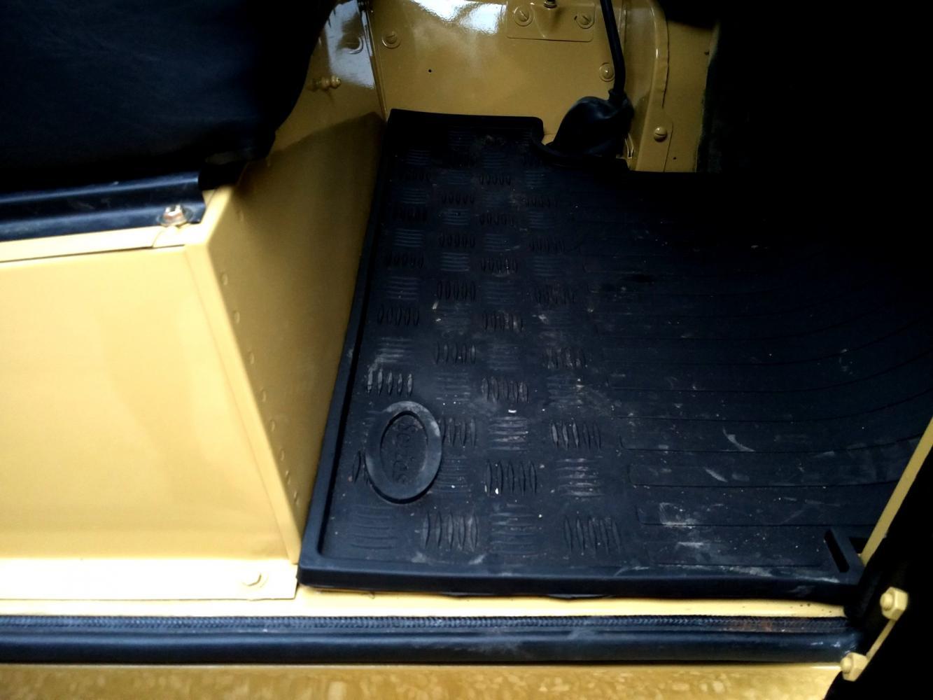 Click image for larger version  Name:1978 LR LHD Santana 88 Hardtop A Mustard Yellow new front floor mats.jpg Views:144 Size:97.4 KB ID:289921
