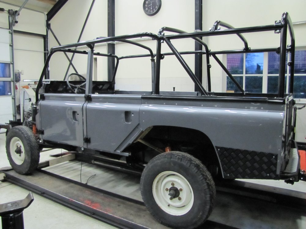 Click image for larger version  Name:1983 110 Green 4 dr Soft Top Tdi build day 5 left rear.jpg Views:735 Size:120.2 KB ID:68591