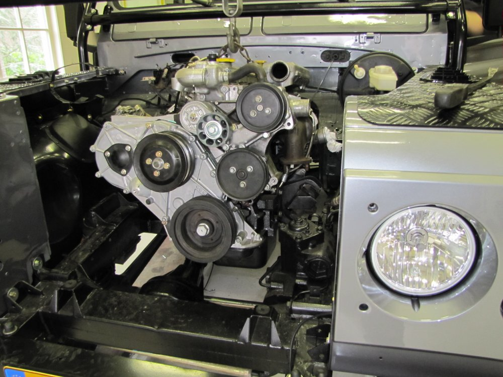 Click image for larger version  Name:1983 110 Orkney Grey 4 dr Soft Top Tdi build day 12 300 tdi rebuild engine fitted.jpg Views:625 Size:145.2 KB ID:68592