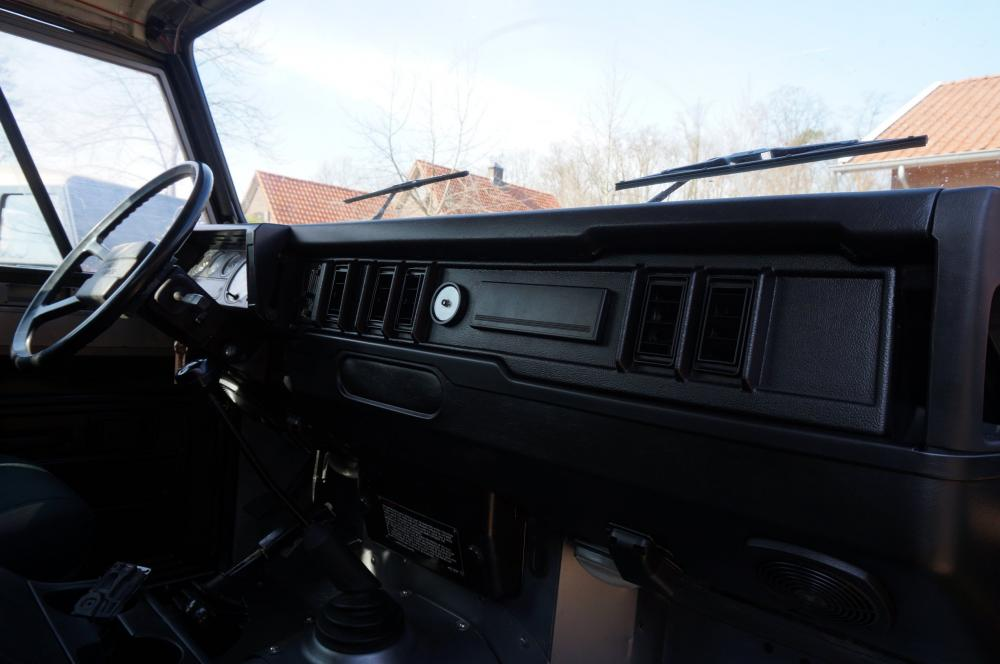 Click image for larger version  Name:1983 110 White Saudie Spec V8 painted Frozen Grey day 12 dash right.jpg Views:348 Size:58.4 KB ID:90947