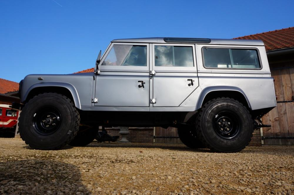 Click image for larger version  Name:1983 110 White Saudie Spec V8 painted Frozen Grey day 13  255 Michelin left side low.jpg Views:518 Size:89.8 KB ID:90828