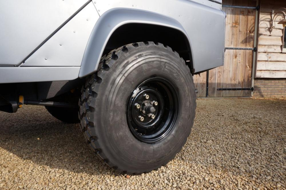 Click image for larger version  Name:1983 110 White Saudie Spec V8 painted Frozen Grey day 13  255 Michelin rims.jpg Views:919 Size:107.1 KB ID:90813