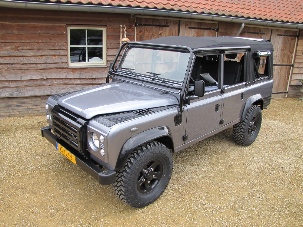 Click image for larger version  Name:1983 LR 110 Soft Top Orkney A grey 300 tdi left front top.jpg Views:1176 Size:393.5 KB ID:68589