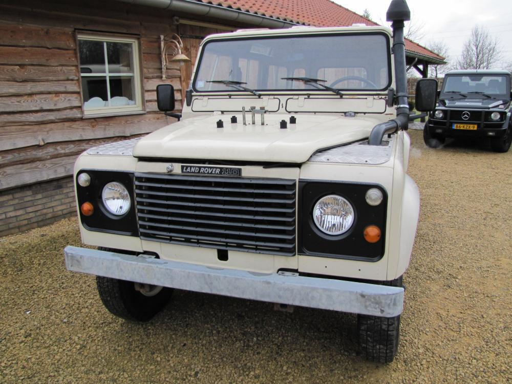 Click image for larger version  Name:1984 Defender 110 SW Fr V8 white front.jpg Views:485 Size:126.7 KB ID:47630