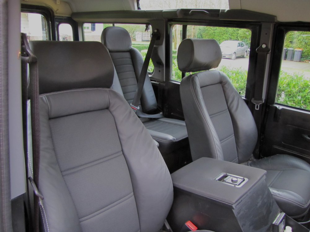 Click image for larger version  Name:1984 Defender 110 SW LHD A Epsom Green V8 Auto 1st row seats EXMOOR leather.jpg Views:848 Size:98.9 KB ID:66176
