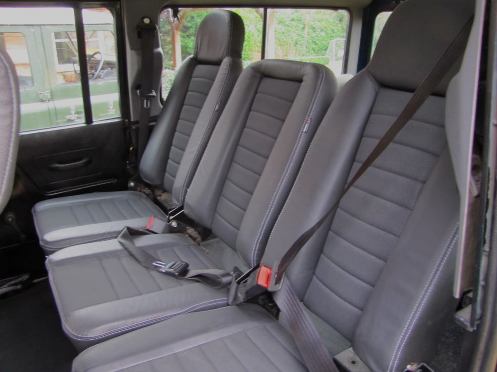 Click image for larger version  Name:1984 Defender 110 SW LHD A Epsom Green V8 Auto 2nd row high back leather.jpg Views:968 Size:93.9 KB ID:66177