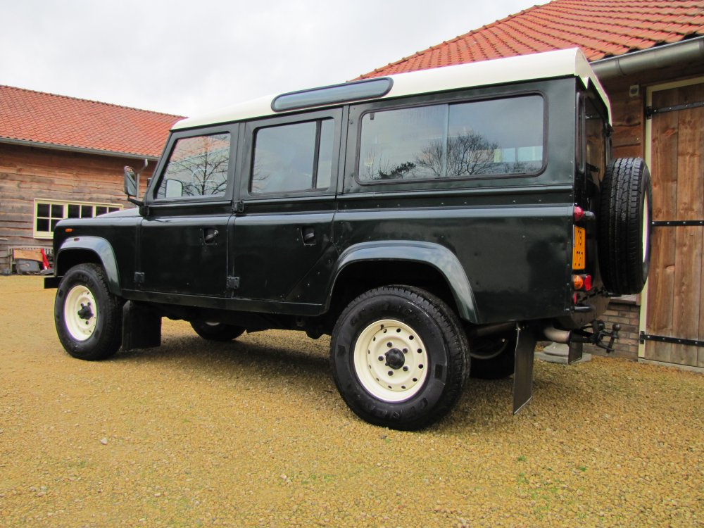Click image for larger version  Name:1984 Defender 110 SW LHD A Epsom Green V8 Auto left rear.jpg Views:1863 Size:159.3 KB ID:66174