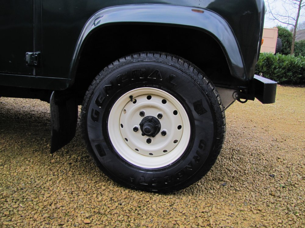Click image for larger version  Name:1984 Defender 110 SW LHD A Epsom Green V8 Auto new Wolf rims.jpg Views:656 Size:171.1 KB ID:66178