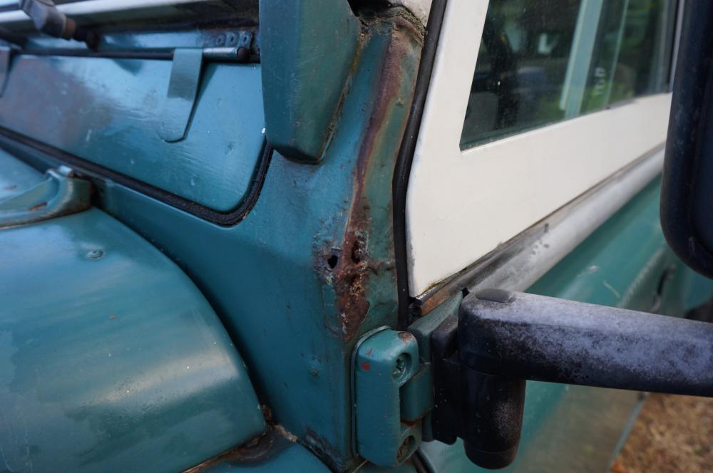 Click image for larger version  Name:1984 Land Rover Defender 110 LHD Trident Green Split door  bulkhead corner driver.jpg Views:248 Size:62.6 KB ID:96815