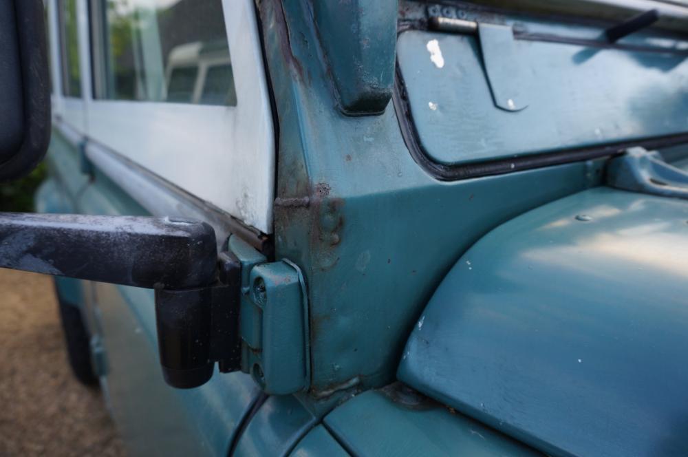 Click image for larger version  Name:1984 Land Rover Defender 110 LHD Trident Green Split door bulkhead corner pass..jpg Views:177 Size:53.7 KB ID:96814