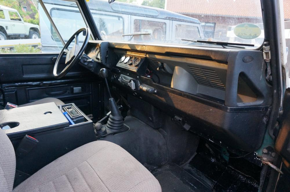 Click image for larger version  Name:1984 Land Rover Defender 110 LHD Trident Green Split door dash and trim.jpg Views:275 Size:98.2 KB ID:96811