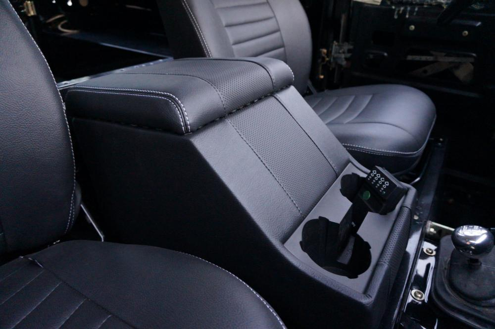 Click image for larger version  Name:1984 Land Rover Defender 90 LHD B Saudie AC 2.5 petrol cubby box padded lid.jpg Views:540 Size:67.1 KB ID:102979