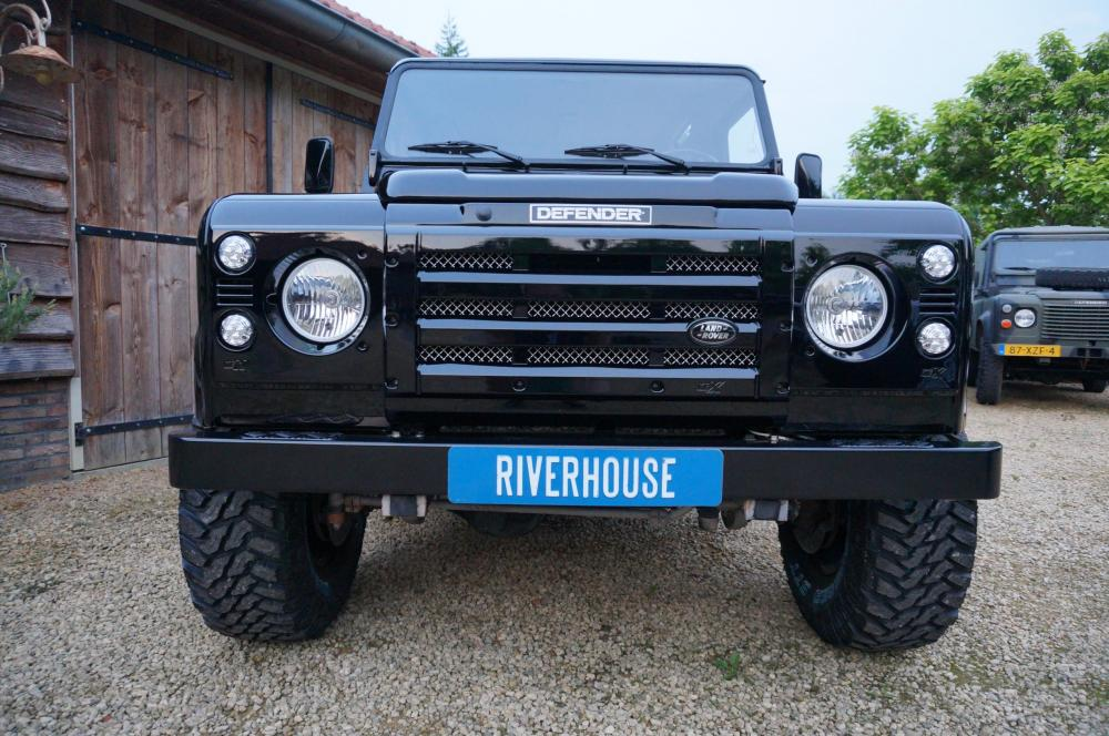 Click image for larger version  Name:1984 Land Rover Defender 90 LHD B Saudie AC 2.5 petrol front.jpg Views:472 Size:126.4 KB ID:102972