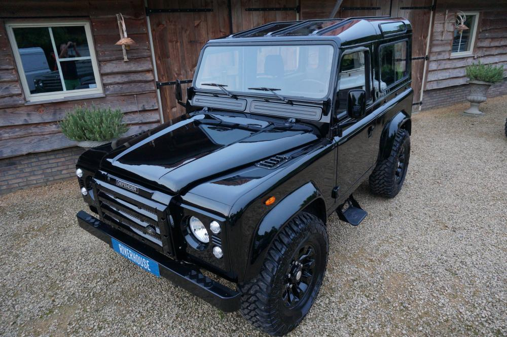 Click image for larger version  Name:1984 Land Rover Defender 90 LHD B Saudie AC 2.5 petrol left front top.jpg Views:573 Size:145.0 KB ID:102969