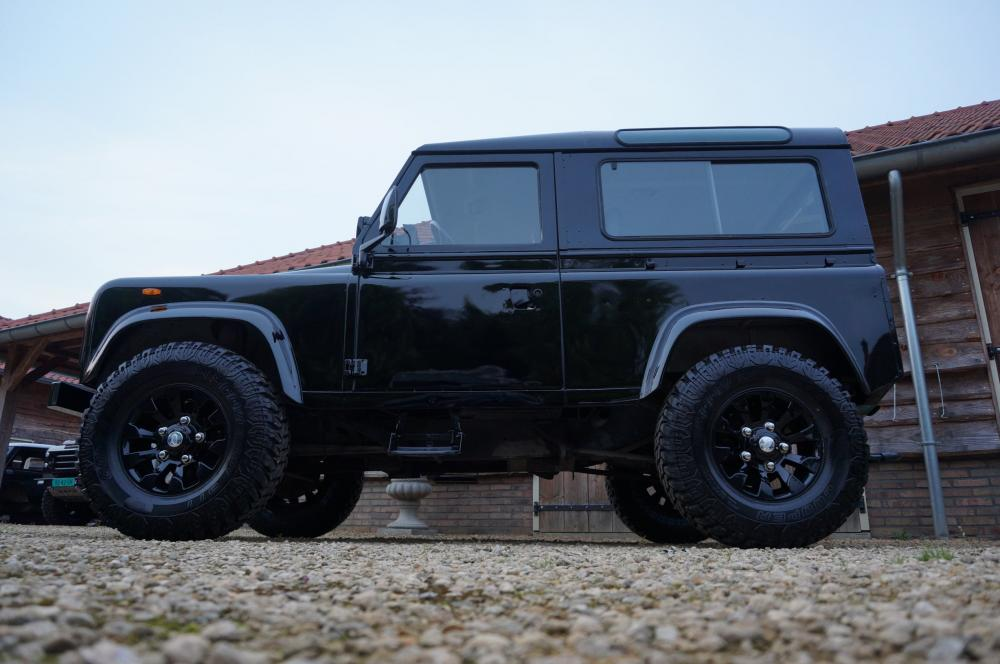 Click image for larger version  Name:1984 Land Rover Defender 90 LHD B Saudie AC 2.5 petrol left side low.jpg Views:557 Size:75.8 KB ID:102970