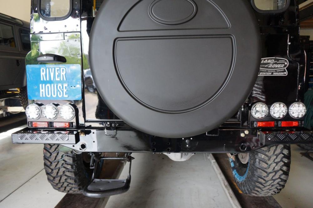 Click image for larger version  Name:1984 Land Rover Defender 90 LHD B Saudie AC 2.5 petrol NAS style rear LEDs , rr bumper REAR.jpg Views:577 Size:81.5 KB ID:102973