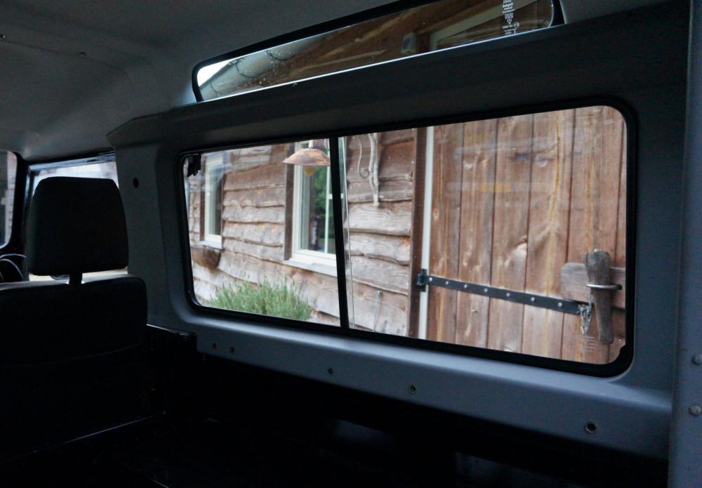 Click image for larger version  Name:1984 Land Rover Defender 90 LHD B Saudie AC 2.5 petrol sliding window trim.jpg Views:538 Size:66.7 KB ID:102977