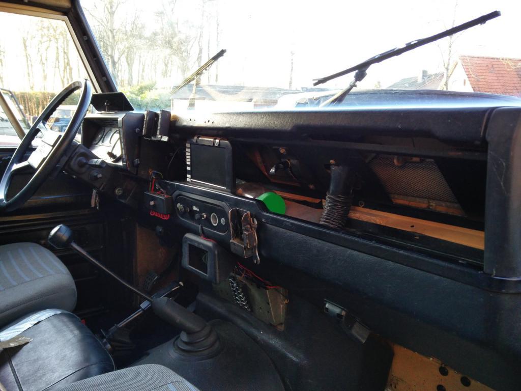 Click image for larger version  Name:1984 LR LHD Defender 110 3.5V8 Camper dash and trim.jpg Views:372 Size:86.5 KB ID:185242