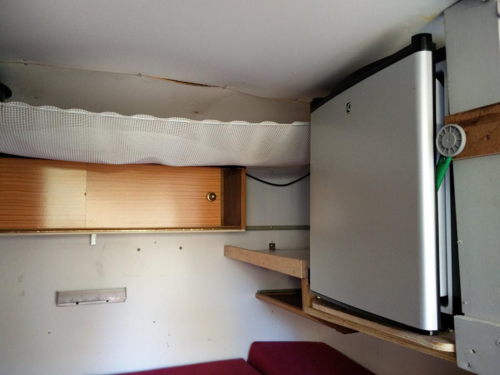 Click image for larger version  Name:1984 LR LHD Defender 110 3.5V8 Camper inside fridge.jpg Views:300 Size:62.6 KB ID:185266