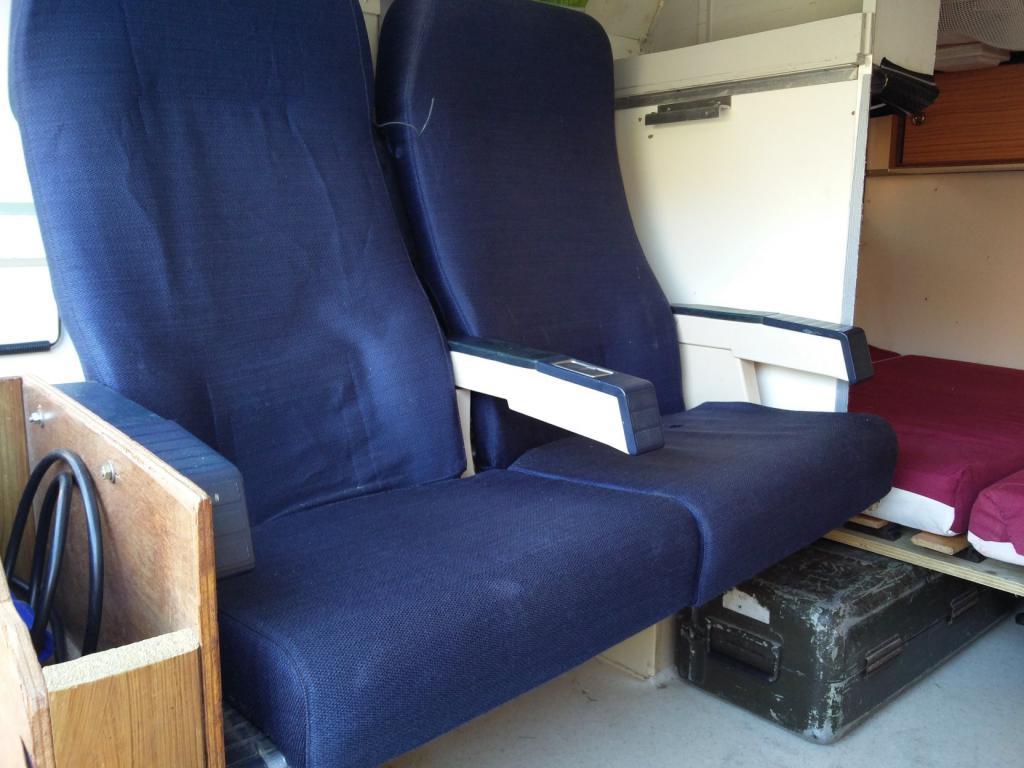 Click image for larger version  Name:1984 LR LHD Defender 110 3.5V8 Camper inside seats.jpg Views:299 Size:82.0 KB ID:185290