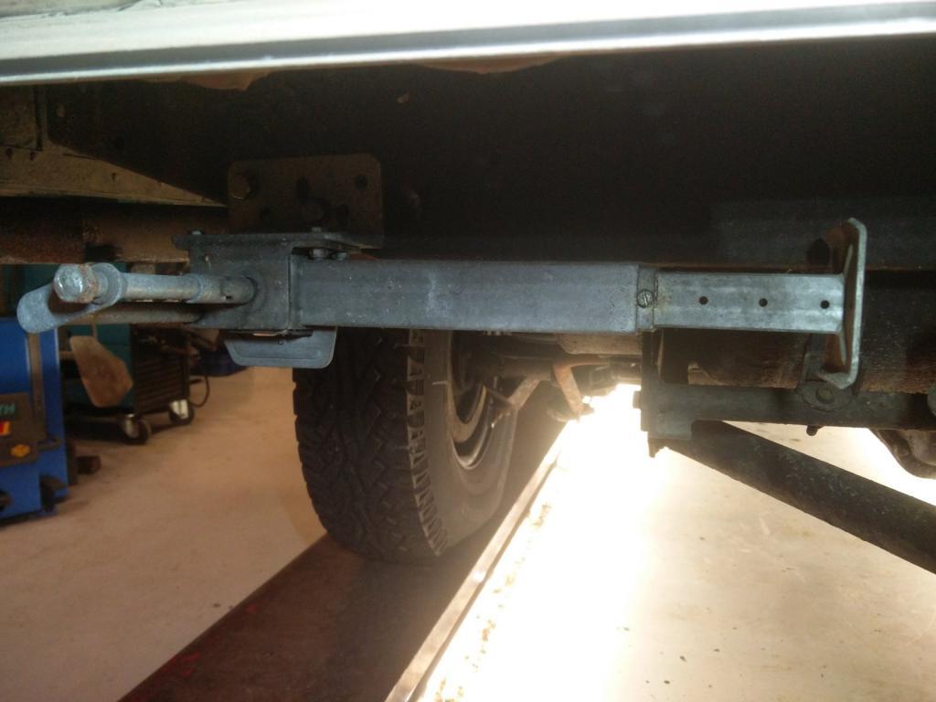Click image for larger version  Name:1984 LR LHD Defender 110 3.5V8 Camper legs rear left.jpg Views:120 Size:60.9 KB ID:187442