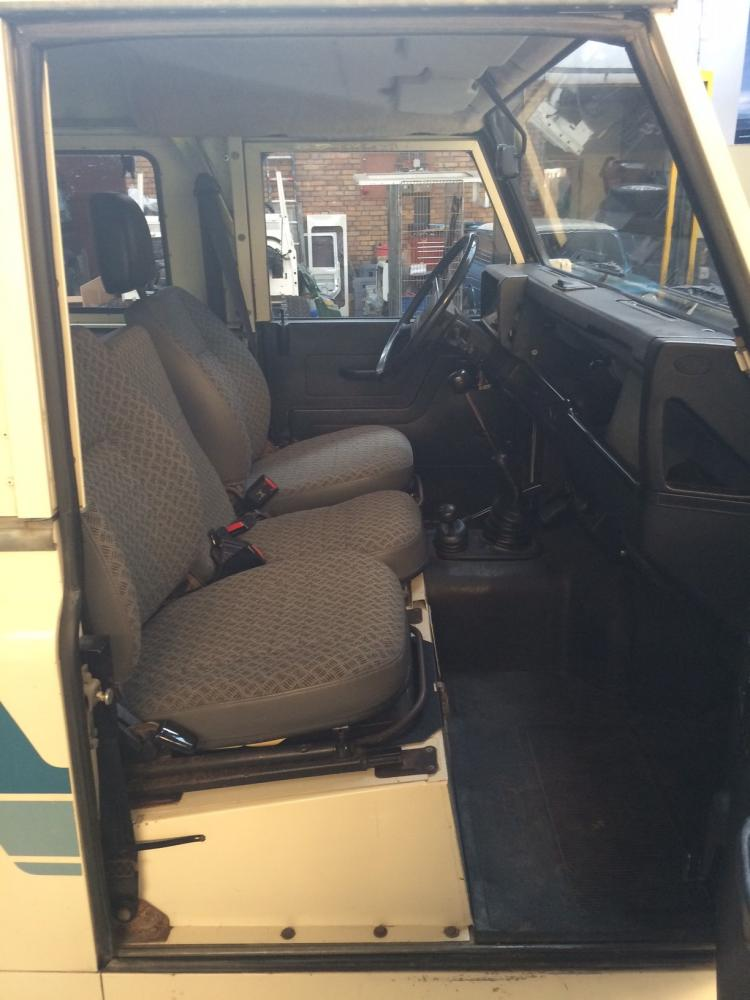 Click image for larger version  Name:1985 90 white front seat right.jpg Views:77 Size:72.3 KB ID:114123