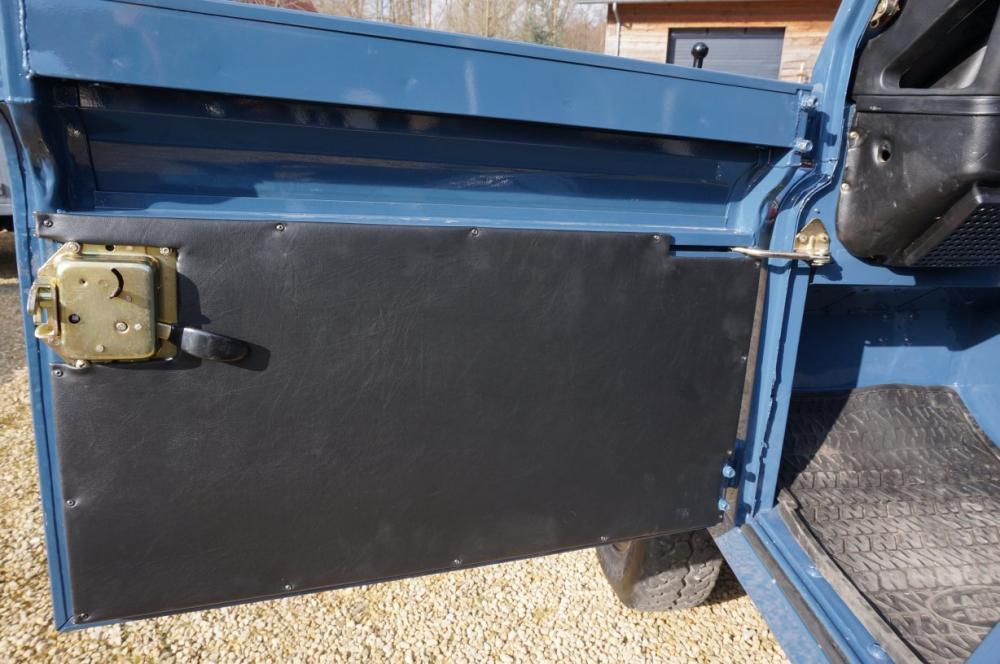 Click image for larger version  Name:1985 Defender 90 RHD 2.5 D Arles Blue building day 6  doortrim lh.jpg Views:320 Size:88.2 KB ID:90582