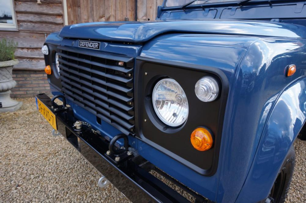 Click image for larger version  Name:1985 Defender 90 RHD 2.5 D Arles Blue building day 6  grill close.jpg Views:260 Size:100.4 KB ID:90581