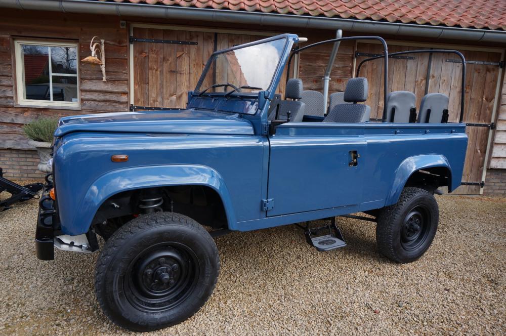 Click image for larger version  Name:1985 Defender 90 RHD 2.5 D Arles Blue building day 6  left front.jpg Views:380 Size:133.3 KB ID:90578