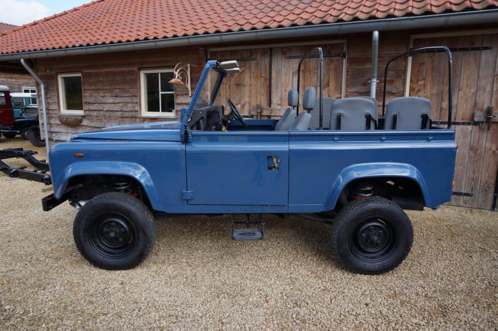 Click image for larger version  Name:1985 Defender 90 RHD 2.5 D Arles Blue building day 6  left side.jpg Views:329 Size:126.9 KB ID:90579