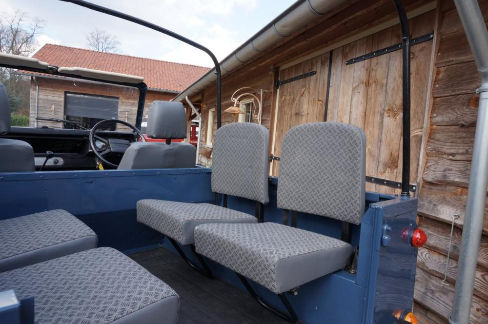 Click image for larger version  Name:1985 Defender 90 RHD 2.5 D Arles Blue building day 6  rear TECHNO trim.jpg Views:228 Size:96.7 KB ID:90586