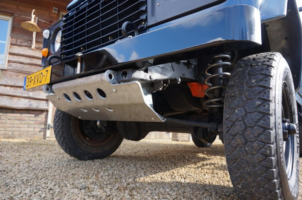 Click image for larger version  Name:1985 Defender 90 RHD 2.5 D Arles Blue building day 6 steerring guard.jpg Views:250 Size:110.7 KB ID:90580