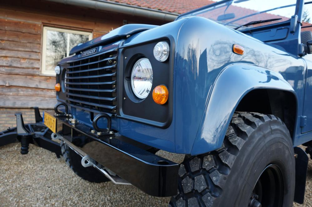 Click image for larger version  Name:1985 Defender 90 RHD 2.5 D Arles Blue building day 9 grill close 900 x 16.jpg Views:1269 Size:93.2 KB ID:91403