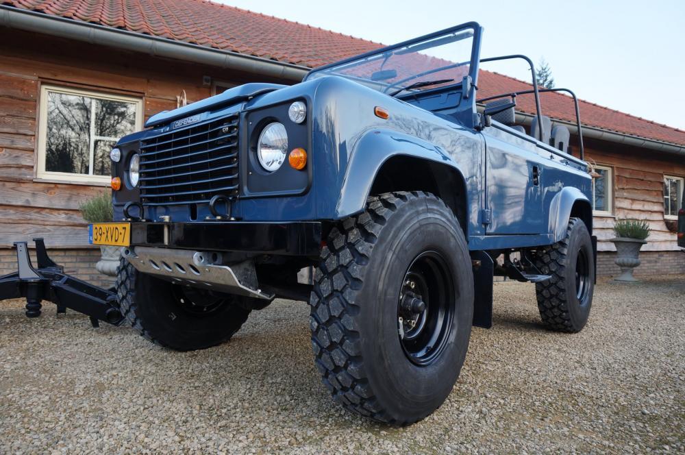 Click image for larger version  Name:1985 Defender 90 RHD 2.5 D Arles Blue building day 9  left front low 900 x 16.jpg Views:1342 Size:131.5 KB ID:91399