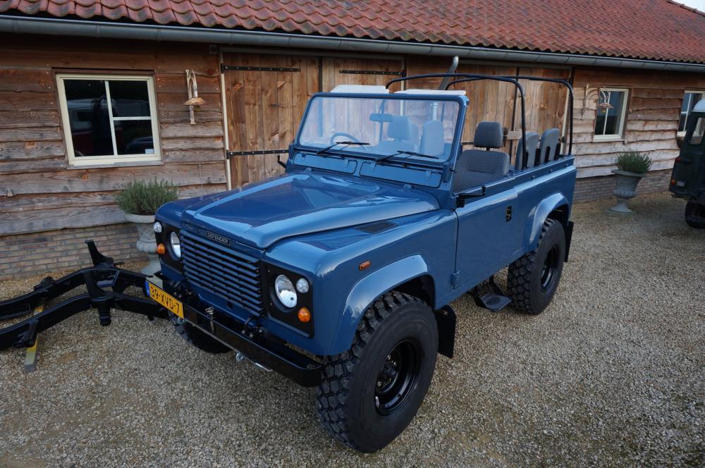 Click image for larger version  Name:1985 Defender 90 RHD 2.5 D Arles Blue building day 9  left front top  900 x 16.jpg Views:1043 Size:138.9 KB ID:91400