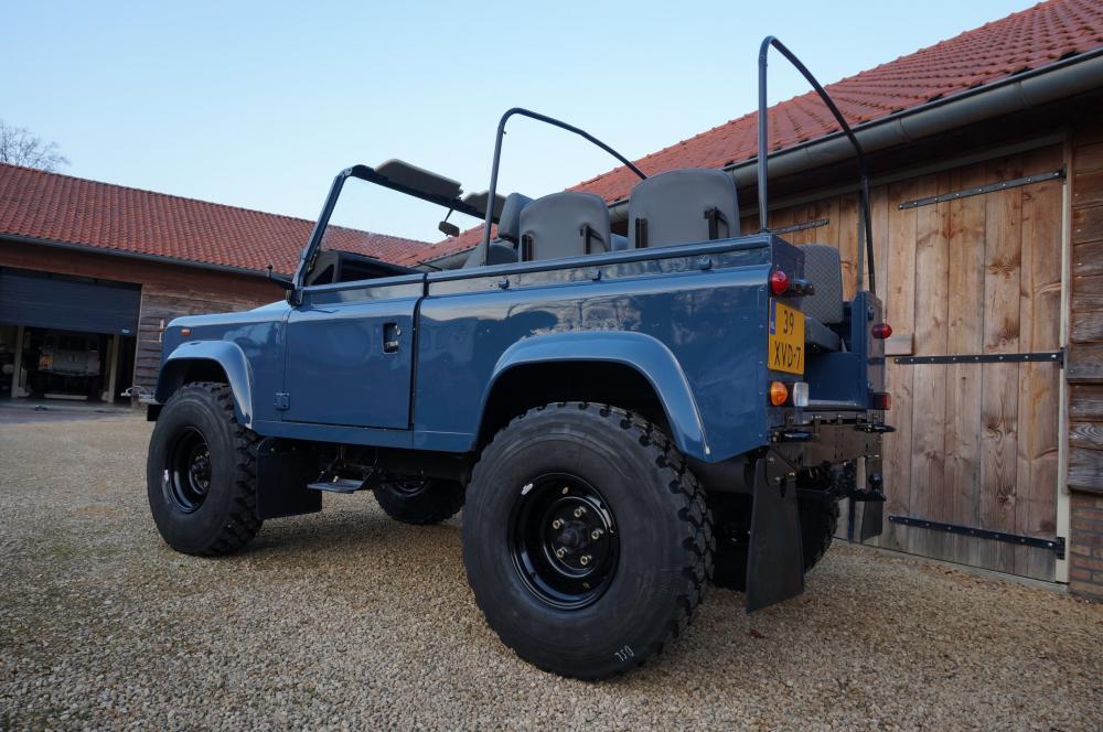 Click image for larger version  Name:1985 Defender 90 RHD 2.5 D Arles Blue building day 9  left rear low 900 x 16.jpg Views:546 Size:104.4 KB ID:91402