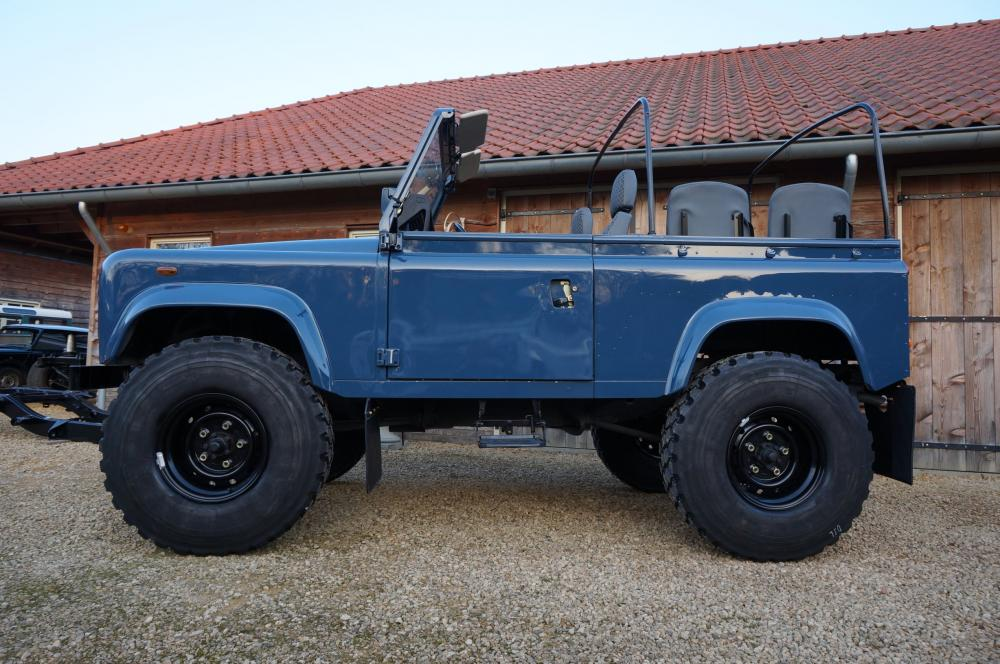Click image for larger version  Name:1985 Defender 90 RHD 2.5 D Arles Blue building day 9  left side 900 x 16.jpg Views:3242 Size:116.4 KB ID:90775