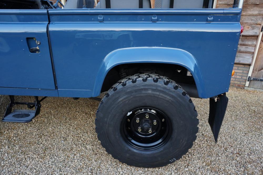 Click image for larger version  Name:1985 Defender 90 RHD 2.5 D Arles Blue building day 9  wheel 900 x 16.jpg Views:416 Size:115.0 KB ID:91404