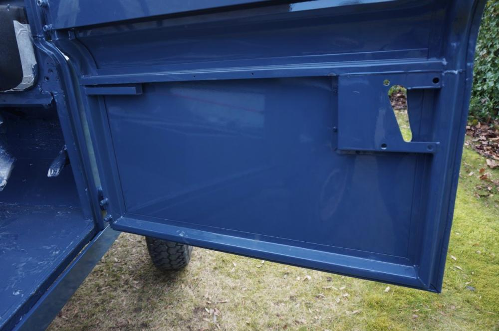 Click image for larger version  Name:1985 Defender 90 RHD 2.5 D Arles Blue painted day 1 door inside.jpg Views:249 Size:74.0 KB ID:90592