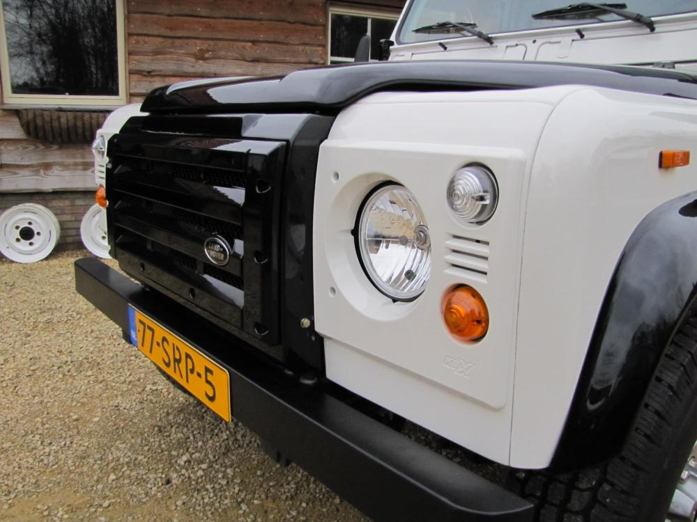 Click image for larger version  Name:1985 Defender body '90 Fire and Ice almost done grill close.jpg Views:86 Size:90.4 KB ID:149117