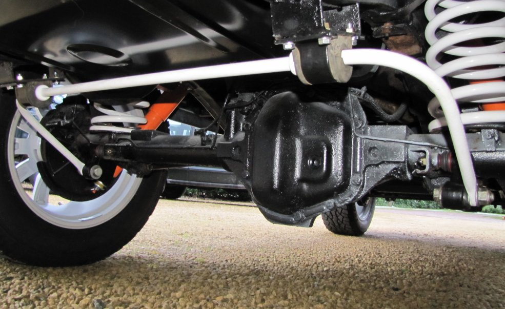 Click image for larger version  Name:1985 Landrover 110 Station 200 tdi building day 17 Fuji White rear suspension.jpg Views:584 Size:124.4 KB ID:66133