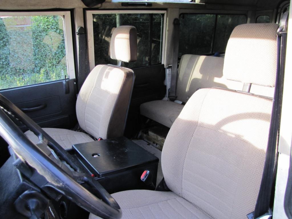 Click image for larger version  Name:1985 Landrover 110 Tdi ex-Saudie White front seats.jpg Views:440 Size:104.4 KB ID:36328