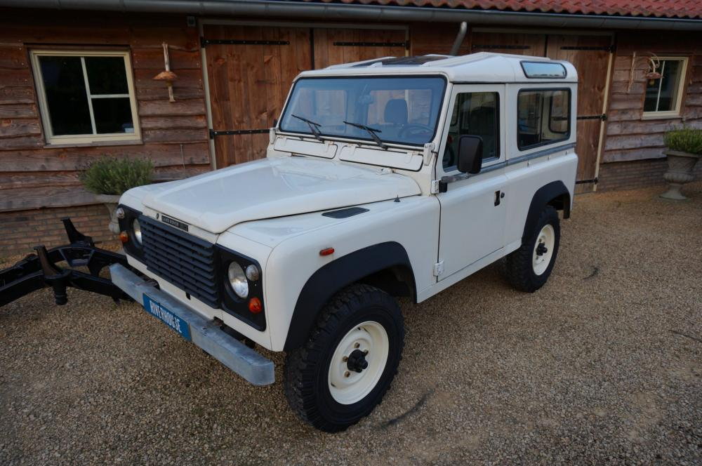 Click image for larger version  Name:1985 Landrover 90 LHD White 2.5 NA diesel left front.jpg Views:173 Size:110.4 KB ID:95395