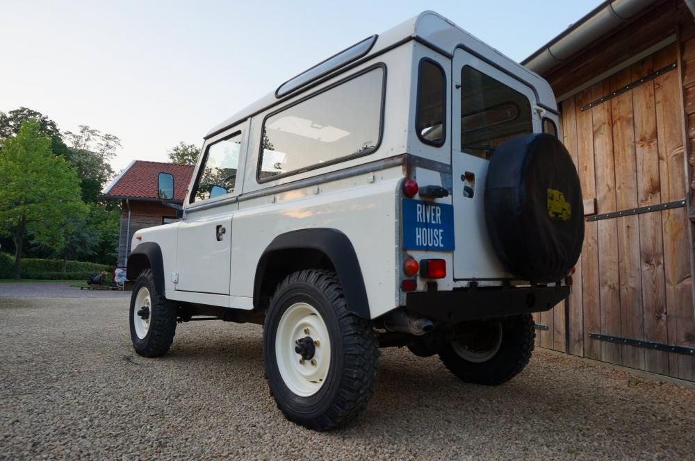 Click image for larger version  Name:1985 Landrover 90 LHD White 2.5 NA diesel left low.jpg Views:230 Size:99.2 KB ID:95394