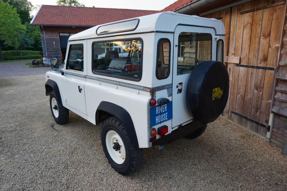 Click image for larger version  Name:1985 Landrover 90 LHD White 2.5 NA diesel left rear.jpg Views:210 Size:126.1 KB ID:95397
